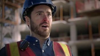 Vicks Dayquil Severe VapoCOOL TV Spot, 'Construction Choir' - Thumbnail 3