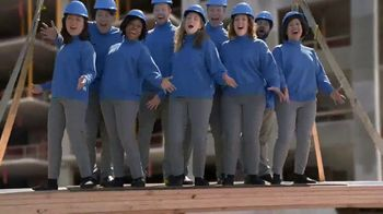 Vicks Dayquil Severe VapoCOOL TV Spot, 'Construction Choir' - Thumbnail 6