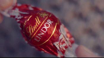 Lindt Lindor TV Spot, 'Take a Moment' - Thumbnail 2