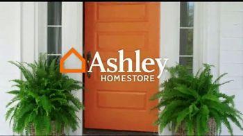 Ashley HomeStore Fall Home Sale TV Spot, 'Cozy Up' - Thumbnail 1
