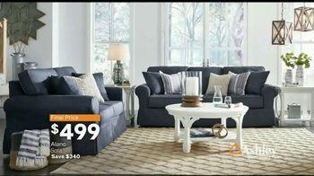 Ashley HomeStore Fall Home Sale TV Spot, 'Cozy Up' - Thumbnail 7