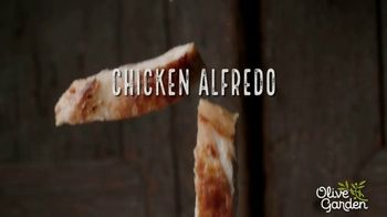 Olive Garden Chicken Alfredo TV Spot, 'Now With 50 Percent More Chicken' - Thumbnail 3