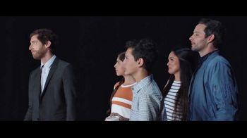 Verizon TV Spot, 'Huge News' con Luis Gerardo Méndez [Spanish] - Thumbnail 9