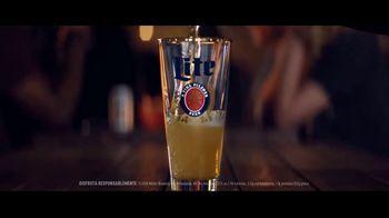 Miller Lite TV Spot, 'Reversa' [Spanish] - Thumbnail 2