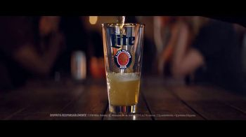 Miller Lite TV Spot, 'Reversa' [Spanish] - Thumbnail 3