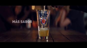 Miller Lite TV Spot, 'Reversa' [Spanish] - Thumbnail 4