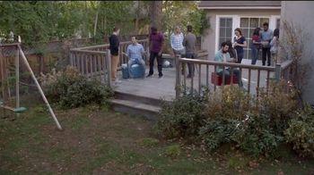Lowe's 4th of July Savings TV Spot, 'The Moment: Good Back Yard: Mulch' - Thumbnail 1