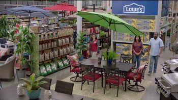 Lowe's 4th of July Savings TV Spot, 'The Moment: Good Back Yard: Mulch' - Thumbnail 6