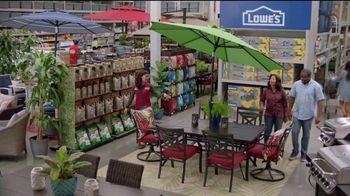 Lowe's 4th of July Savings TV Spot, 'The Moment: Good Back Yard: Mulch' - Thumbnail 7