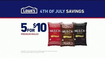 Lowe's 4th of July Savings TV Spot, 'The Moment: Good Back Yard: Mulch' - Thumbnail 8