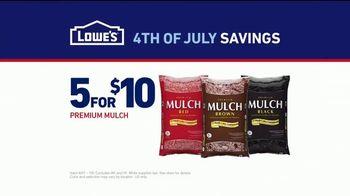 Lowe's 4th of July Savings TV Spot, 'The Moment: Good Back Yard: Mulch' - Thumbnail 9