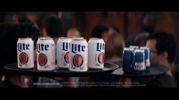 Miller Lite TV Spot, 'Bandejas' [Spanish] - Thumbnail 1