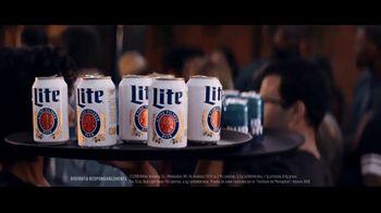 Miller Lite TV Spot, 'Bandejas' [Spanish] - Thumbnail 2