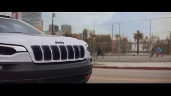 Jeep Summer of Jeep TV Spot, 'Always on Beat' Song by will.i.am [T1] - Thumbnail 7