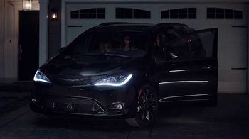 Chrysler Pacifica TV Spot, 'Girls Night Out' Featuring Kathryn Hahn [T1] - Thumbnail 1