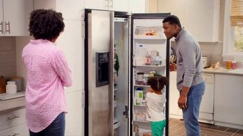 Lowe's 4th of July Savings TV Spot, 'The Moment: New Fridge' - Thumbnail 2