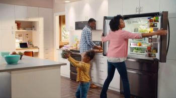 Lowe's 4th of July Savings TV Spot, 'The Moment: New Fridge' - Thumbnail 8