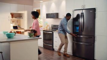 Lowe's 4th of July Savings TV Spot, 'The Moment: New Fridge' - Thumbnail 9