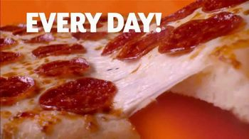 Little Caesars Hot-N-Ready Large Classic TV Spot, '$5 Hot-N-Ready Jingle' - Thumbnail 6