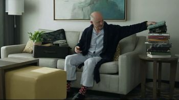 Hilton Hotels Worldwide TV Spot, 'Poolside' Featuring Anna Kendrick - Thumbnail 4