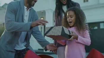 Taco Bell National Taco Day TV Spot, 'The Gift of the Season' - Thumbnail 4