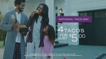 Taco Bell National Taco Day TV Spot, 'The Gift of the Season' - Thumbnail 5