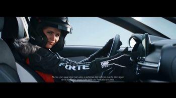 2019 Kia Forte TV Spot, 'Crea tu camino: Forte vs. Forte' con Collete Davis [Spanish] [T1]