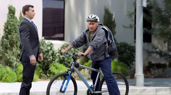 Los Defensores TV Spot, 'Un mundo ideal: accidente de bicicleta' con Jorge Jarrín [Spanish] - Thumbnail 3