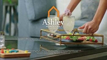 Ashley HomeStore Black Friday TV Spot, 'Reclining Sofa, Sofa Set and Queen Bed' Song by Midnight Riot - Thumbnail 9