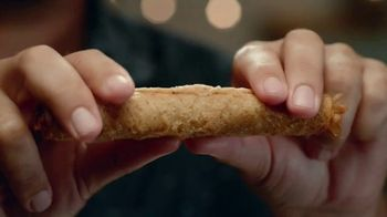 Taco Bell Rolled Chicken Tacos TV Spot, 'Sunset Heart Hands' - Thumbnail 9