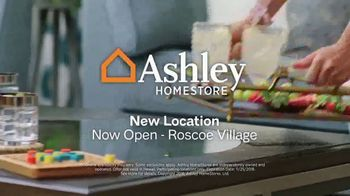 Ashley HomeStore Black Friday Sale TV Spot, 'Going on Now: Queen Beds and Sofas' Song by Midnight Riot - Thumbnail 8