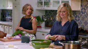 Google Home Hub TV Spot, 'Turn It up This Thanksgiving' Ft. Amy Poehler, Chelsea Peretti, Maya Rudolph