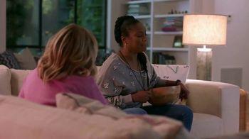 Google Home Hub TV Spot, 'Friendsgiving Rules' Featuring Amy Poehler, Tiffany Haddish - Thumbnail 9