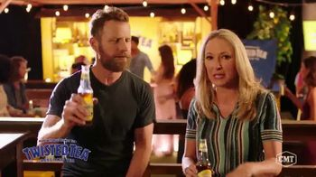 Twisted Tea TV Spot, 'CMT: Backyard Lounge' Featuring Dierks Bentley - Thumbnail 9