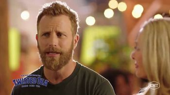 Twisted Tea TV Spot, 'CMT: Backyard Lounge' Featuring Dierks Bentley - Thumbnail 4