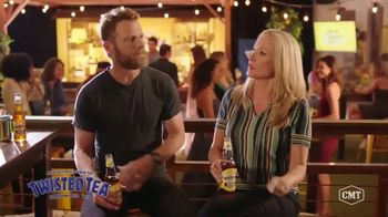 Twisted Tea TV Spot, 'CMT: Backyard Lounge' Featuring Dierks Bentley - Thumbnail 5
