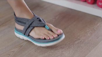 SKECHERS Cali TV Spot, 'Sandals' Song by Robbie Nevil - Thumbnail 3