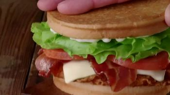 Jack in the Box Spicy Chicken Club Combo TV Spot, 'Tickle My Elbow' - Thumbnail 4