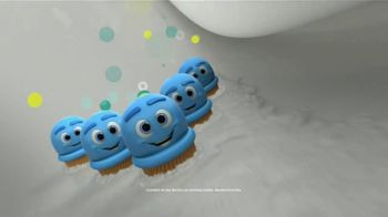 Scrubbing Bubbles Bubbly Bleach Gel TV Spot, 'Pasear a Cupcake no es como dar un paseo por el parque' [Spanish] - Thumbnail 5