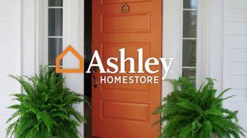 Ashley HomeStore Veterans Day Sale TV Spot, 'Beds & Tables' - Thumbnail 1
