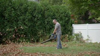 Lowe's Labor Day Savings TV Spot, 'Backyard Moment: Premium Mulch' - Thumbnail 4