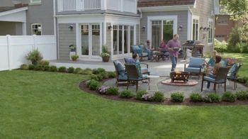 Lowe's Labor Day Savings TV Spot, 'Backyard Moment: Premium Mulch' - Thumbnail 6