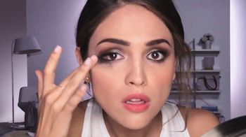 Neutrogena Makeup Remover Cleansing Towelettes TV Spot, 'Prende la alarma' con Eiza González [Spanish]