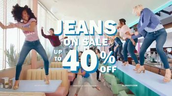 Old Navy TV Spot, 'Denim for the Fam: 40 Percent' - Thumbnail 9