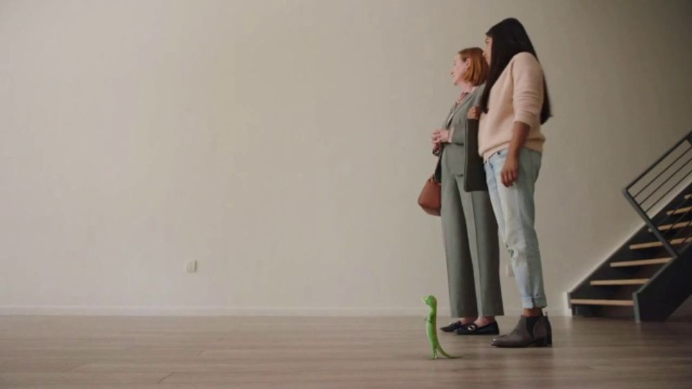 Roadside Assistance State Farm >> GEICO Renters Insurance TV Commercial, 'The Gecko Sells an ...