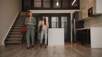 GEICO Renters Insurance TV Spot, 'The Gecko Sells an Apartment' - Thumbnail 1