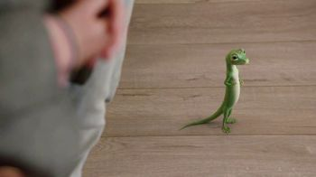 GEICO Renters Insurance TV Spot, 'The Gecko Sells an Apartment' - Thumbnail 4