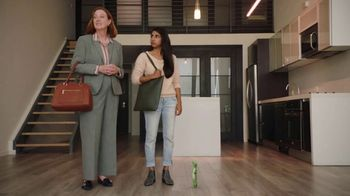 GEICO Renters Insurance TV Spot, 'The Gecko Sells an Apartment' - Thumbnail 5