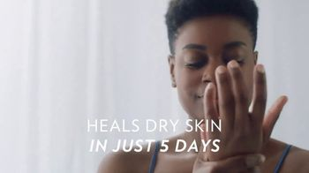 Vaseline Clinical Care Extremely Dry Skin Rescue TV Spot, 'What Healed Skin Can Do'
