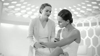 Eucerin Advanced Repair Cream TV Spot, 'Restoring Skin Moisture'